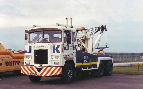 This photo shows a Scamell Amazon fitted with a twin boom at Donnington